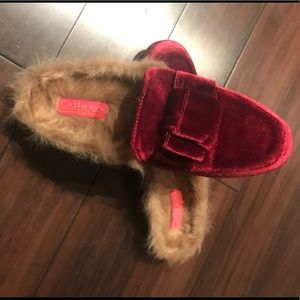 Catherine Malandrino Red Velour Mule w Fur Accent